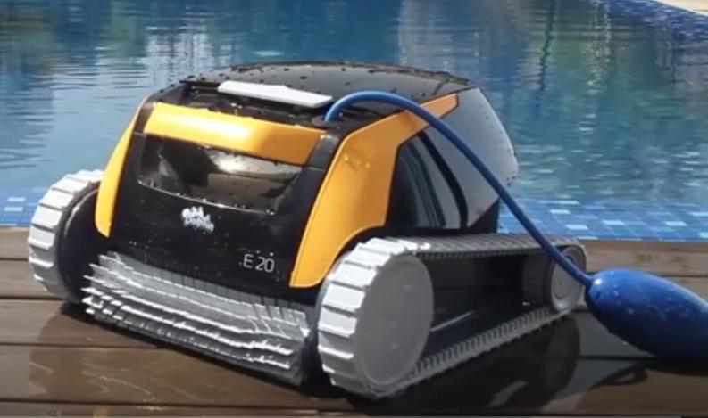 dolphin e20 poolroboter poolsauger. Black Bedroom Furniture Sets. Home Design Ideas